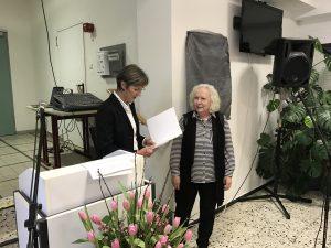 Waltraut Hansen bei der Urkundenübergabe in den Ruhestand